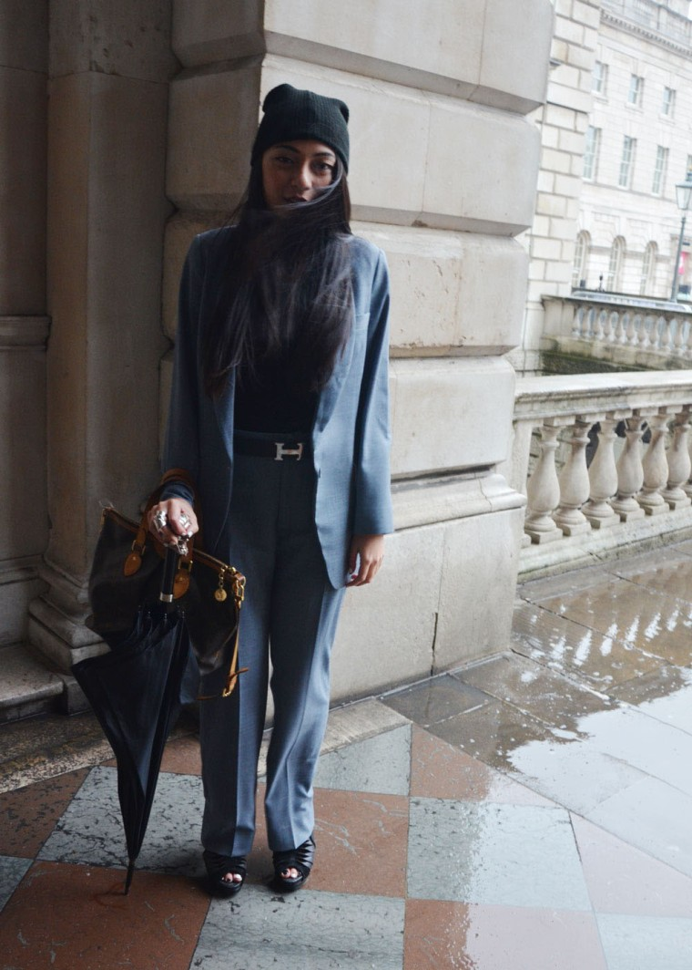 Spinninstyle-RiyaAris-LondonFashionWeekAW15-FashionWeek-Malaysia-Outfit-OOTD-002-female-suit-louisvuitton-London-raining