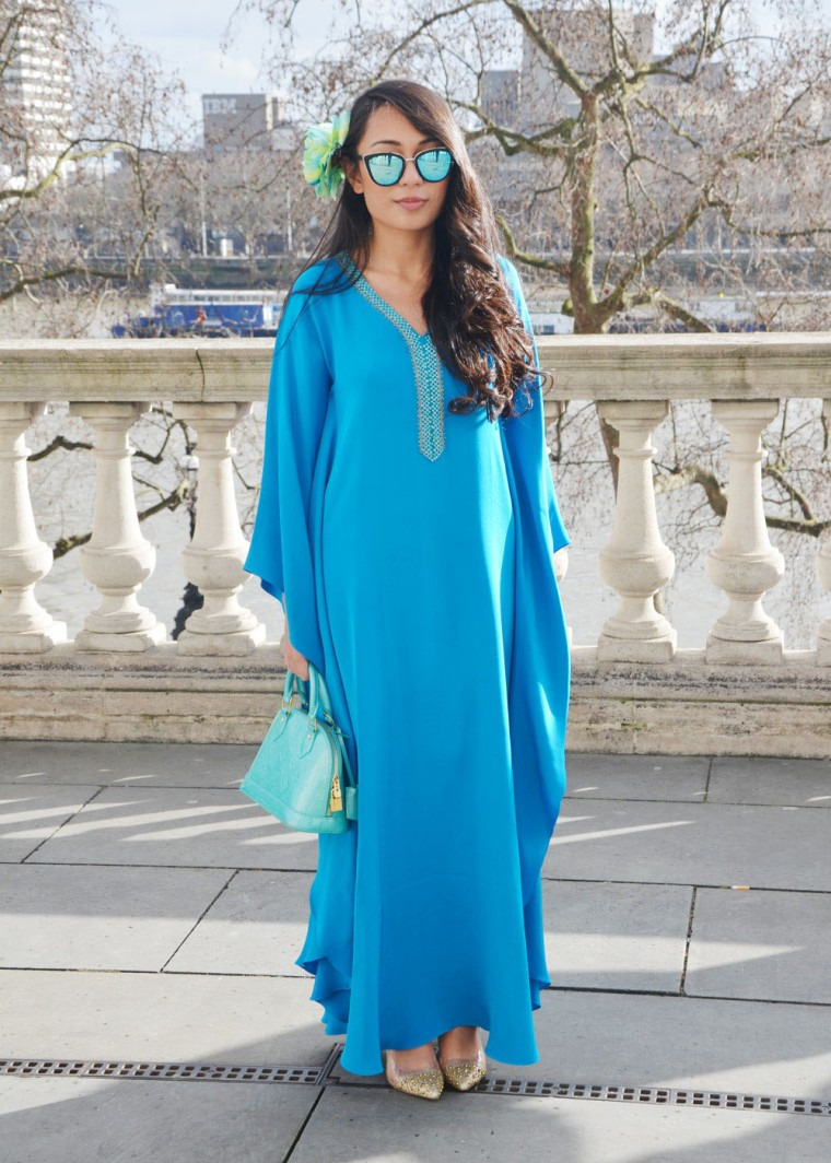 Spinninstyle-RiyaAris-LondonFashionWeekAW15-FashionWeek-Malaysia-Outfit-OOTD-002-Kaftan-bajukurung-blue-shoesshoesshoes-louisvuitton-Quay-flower-bunga-raya
