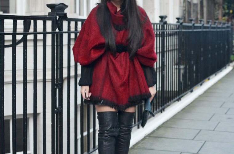 Spinninstyle_10_london_property_quay_kittie_tree_poncho_oxfordstreet_Malaysian_Malaysia_ThighHighBoots_Ootd_London_Fashion_blogger_OxfordCircus_White_property.jpg