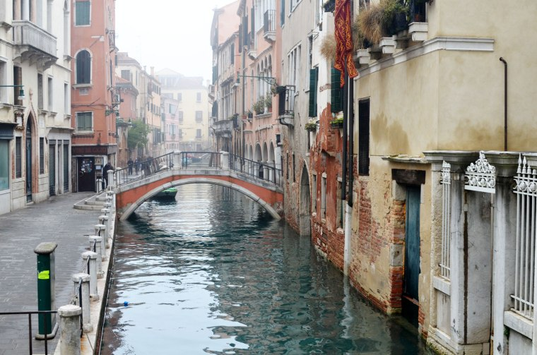 Spinninstyle_water_bridge_canal_Venice_Holiday_Sanmarco_fashion_Holiday_Sunset_canal_grandcanal